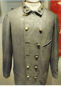 Shows visible hand-sewing on the pockets. http://commons.wikimedia.org/wiki/File%3AConfederate_officer's_uniform%2C_gray_wool_sack_coat%2C_1861-1862_-_North_Carolina_Museum_of_History_-_DSC05996.JPG